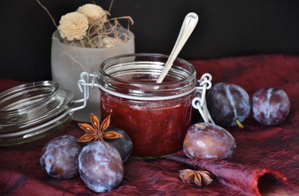 Zimnica: Pekmez od šljiva – omiljeni slatkiš davnih generacija (RECEPT)
