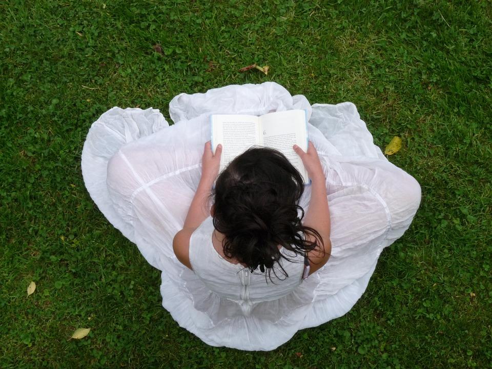 Dok priroda buja: Odmetnite se u druge svetove ili se zaljubite uz dobre knjige